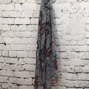 Pretty red flowers I blue gray scarf with fringe
